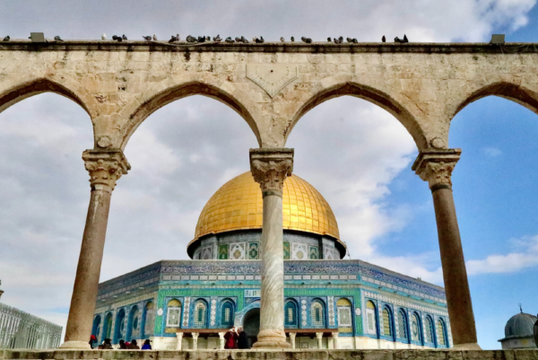How should believers respond to the Israel-Palestine conflict?